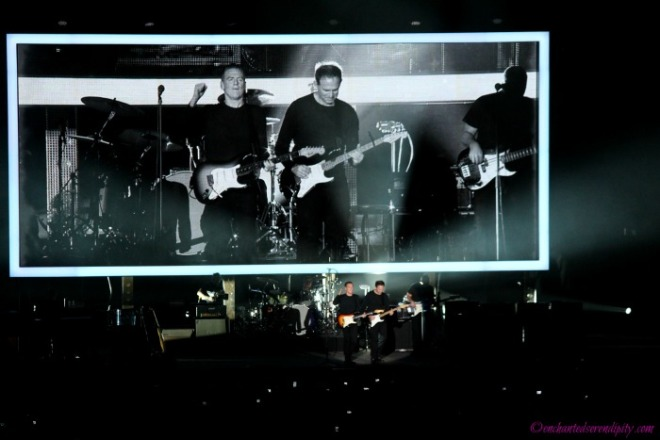 2014 Wembley: Bryan Adams and Keith Scott