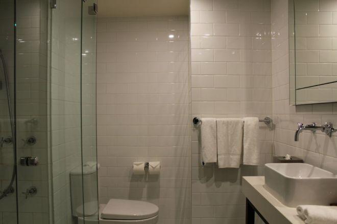 Bathroom, Studio Apartment, Grand Hotel Melbourne